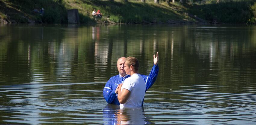 В Бережанах на озері відбулося Святе по вірі хрещення + відео
